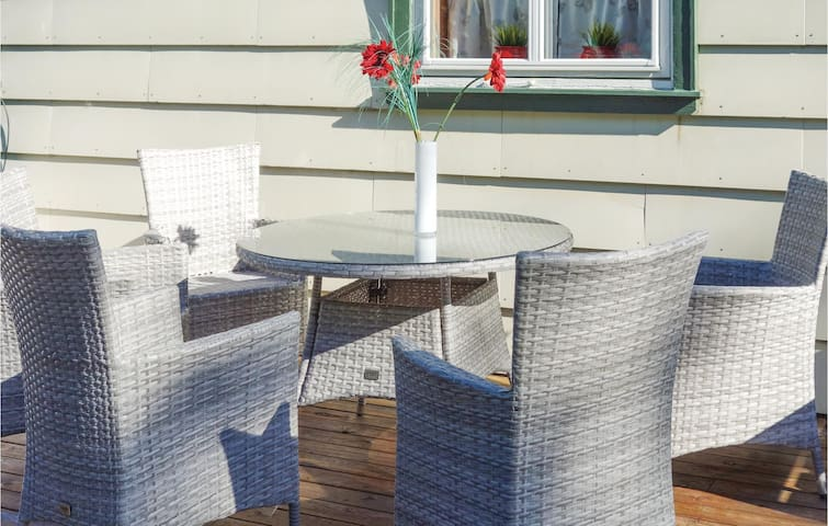 Holiday cottage with 4 bedrooms on 150m² in Sveio