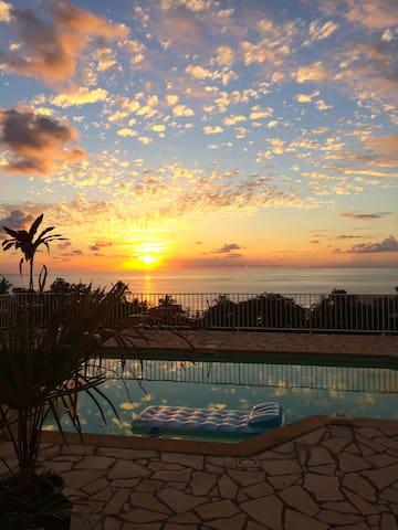 Chambre vue mer avec piscine et terrasse privative - Сен-Лё - Дом