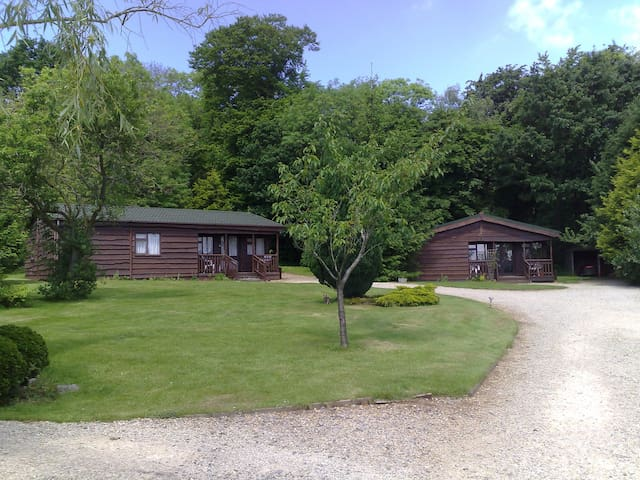 Wayside offer four quiet timber lodges - Bromham - Hytte (i sveitsisk stil)