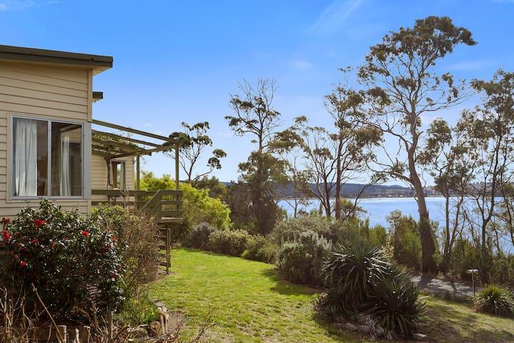 Retro beach house opposite Spring Bay