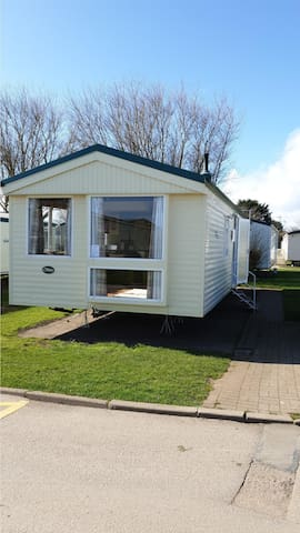 Great 8 berth caravan for hire at Skipsea Sands holiday park ref 41350NF