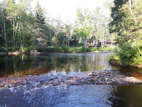 Chalet au coeur de la forêt -St-Prime. Lac St-Jean