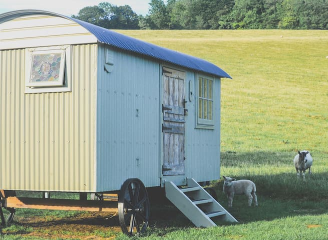 The Gallery Shepherds Hut, Goodwood - East Dean Goodwood