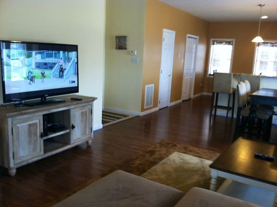 """Big 50""""Flat Screen TV and Plenty of Room in the living area"""