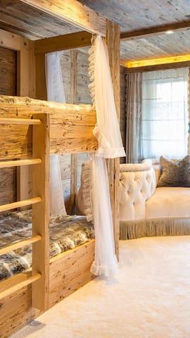 New luxury 6 BR Chalet in Gstaad - Saanen - Casa