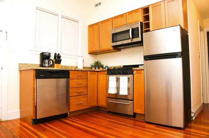 Stylish Apartment in Malden. 20 min from Boston