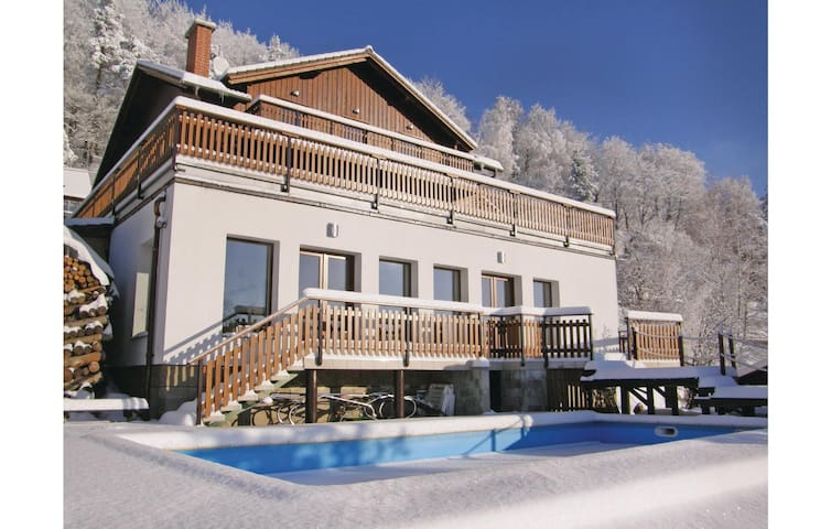Holiday cottage with 5 bedrooms on 265 m² in Koberovy