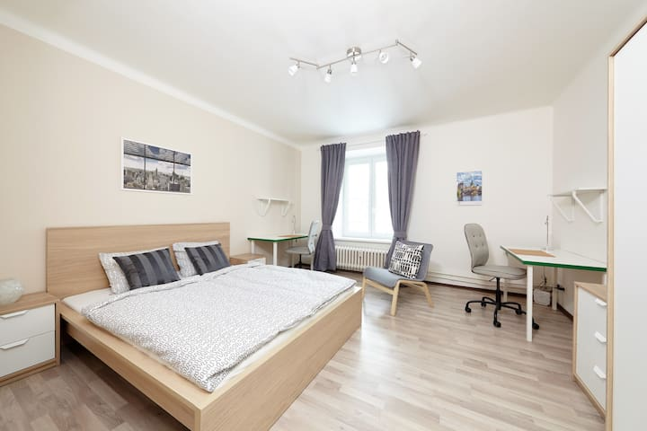 Comfy room near 24h/d mall and metro central line