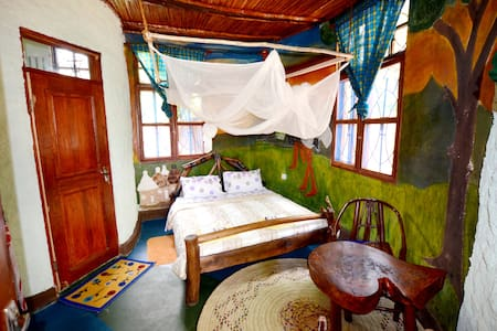 Gerald's Eco House - Simba Room
