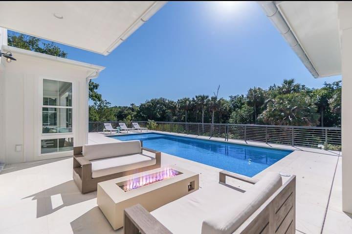 Custom designed stunning 5 bedroom beach house