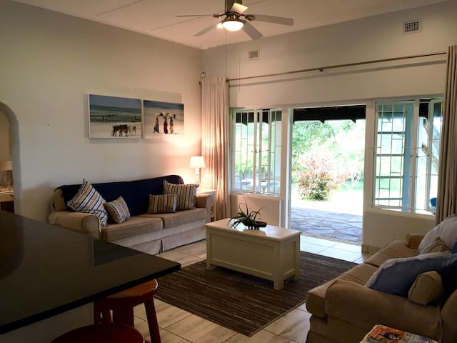 Beach cottage in secure complex - Pennington - Hus