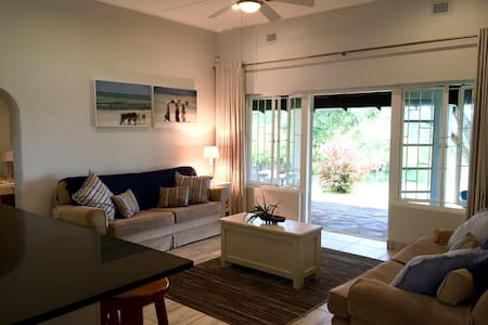 Beach cottage in secure complex - Pennington