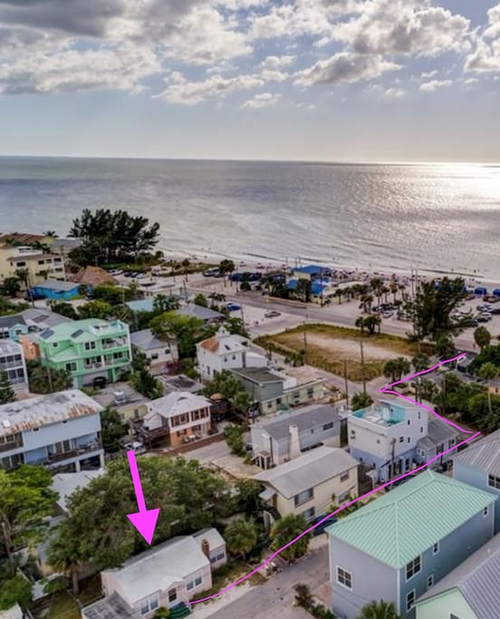 Flamingo Cottage is just a short stroll to the wonderful waters of the Gulf of Mexico