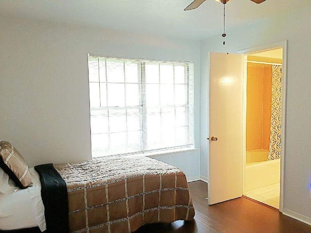 Private Bedroom with Access to all Dallas Freeways
