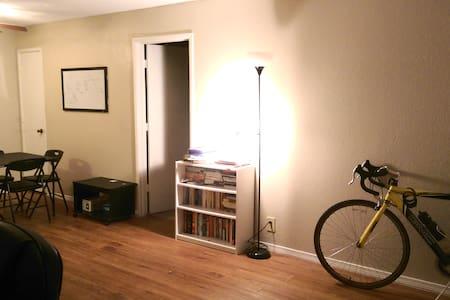 Private Room Across Oral Roberts Univ/offRiverside - Tulsa - Lägenhet