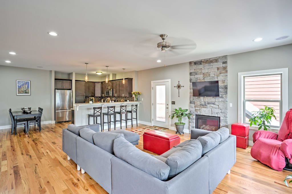The house features 1,600 square feet if well-decorated living space.