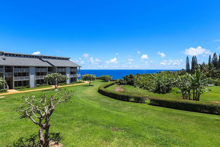 Waterfront condo w/ shared pool & hot tub, loft, and lanai w/ ocean views!
