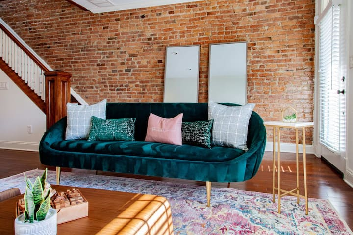 Beautifully Appointed Designer Rowhome Near Capitol Hill • Lincoln Park