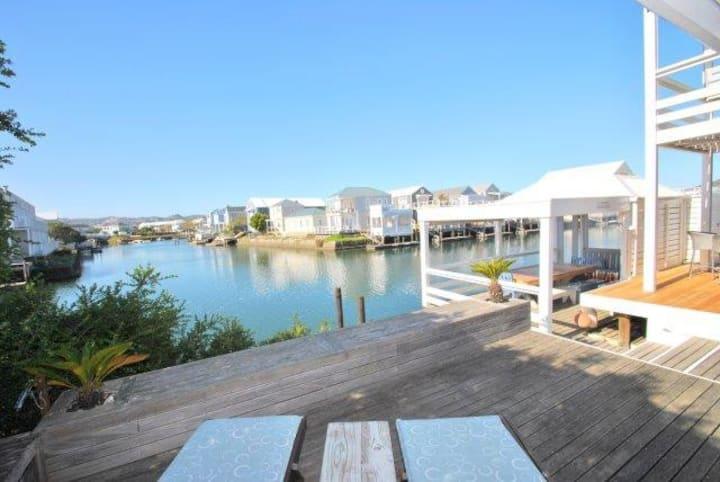 Delightful waterside beach house