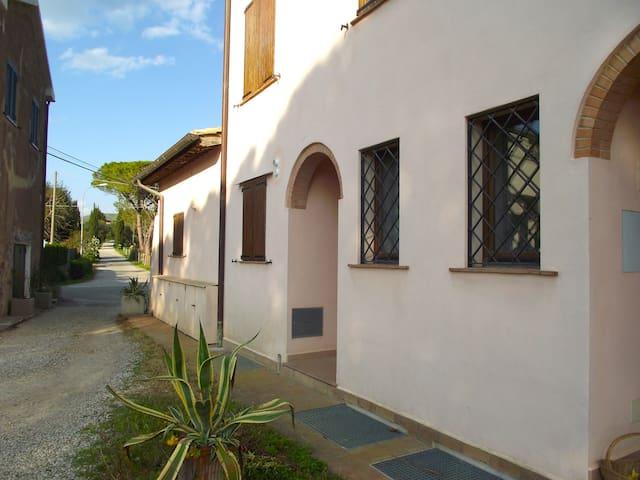 Capalbio Retreat. Apartment 2 near sea for eight