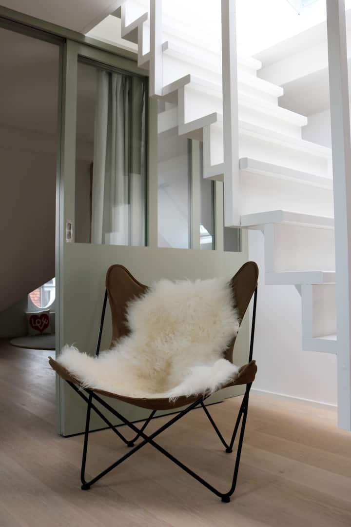 Neue Rooftop-Wohnung im Uniquartier, ruhig+zentral