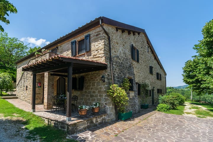 Chic Farmhouse with Hill View in Fratticiola Selvatica Italy
