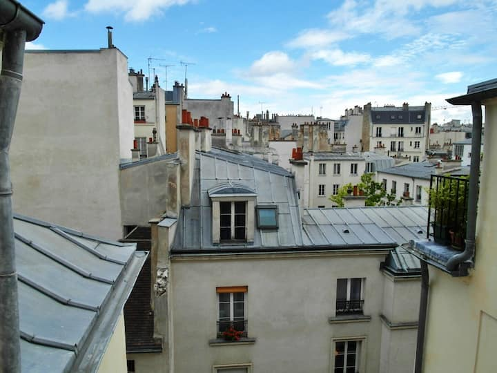Marais: two-room apartment, charm of the old