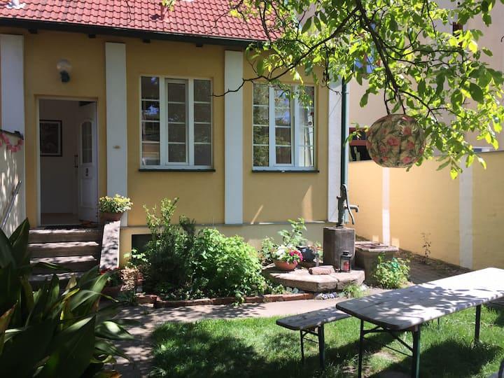 Urlaub im Grünen  Idylle mit Haus und Garten