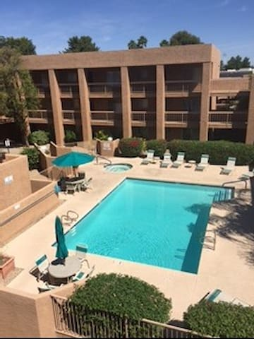Beautiful gated condo w/pool, spa.
