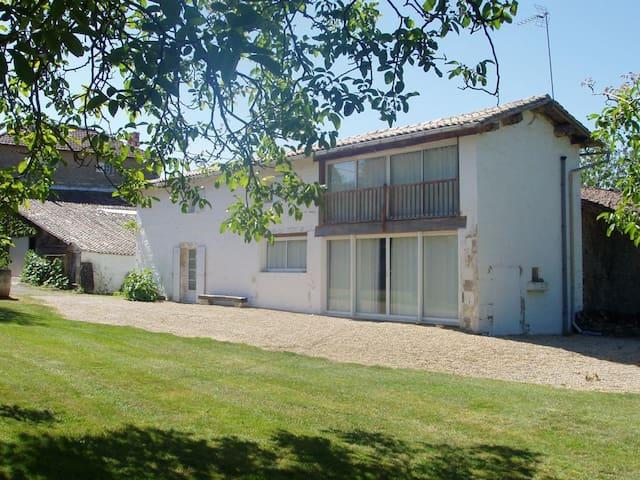 Logement complet à la campagne - Prailles - Apartment
