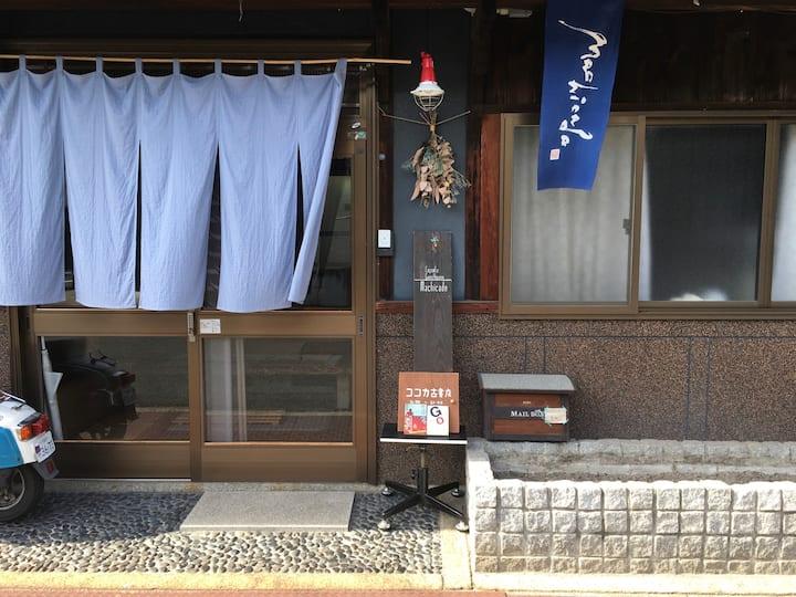 宇野港から徒歩5分!男女共用カプセル型2段ベッド 1名様分(6人部屋)
