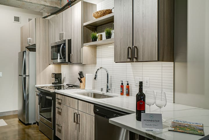 Minnestay* City Loft 63|North Loop|Walk to it all