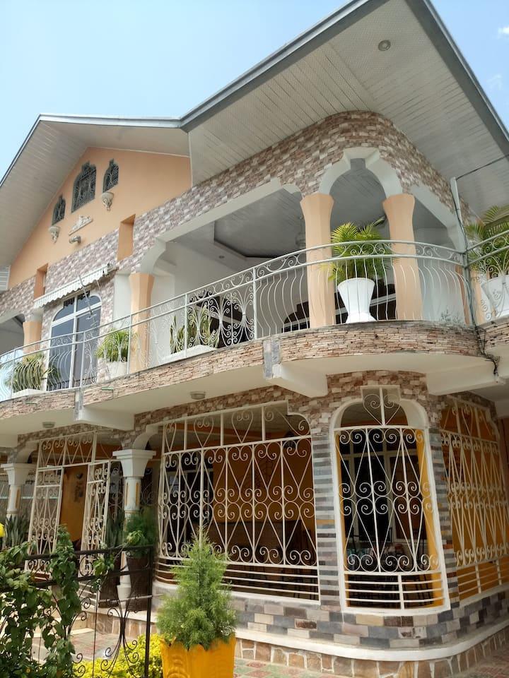 Feel at home house_Kinanira IV