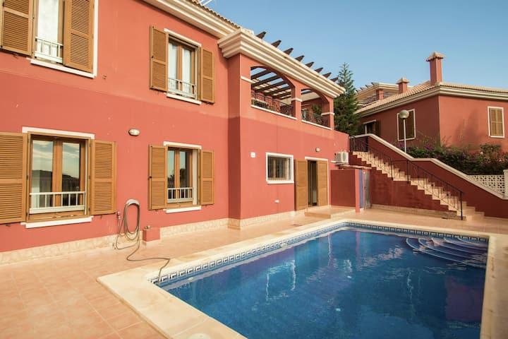 Maison de vacances moderne avec piscine privée à seulement 10 minutes de Benidorm