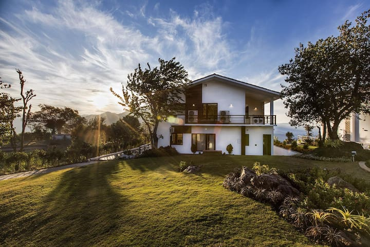 Luxury Villa With The View Of The Holy Ganges