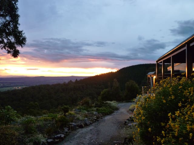 Cherokee Cabins- sensational mountain retreat - Mount Macedon - Blockhütte