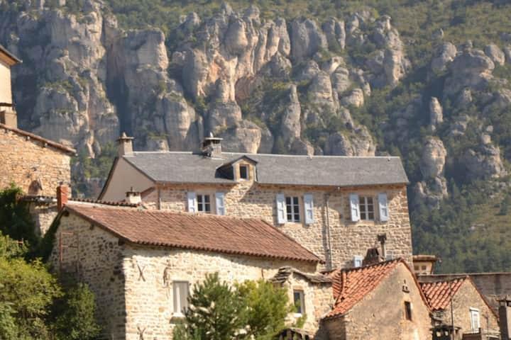 L'oustal de la Fontaine Mostuéjouls Gorges du Tarn