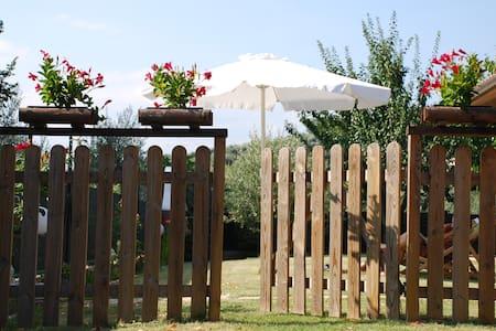 Villetta con portico e giardino - San Feliciano
