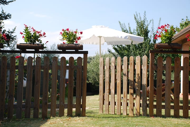 Villetta con portico e giardino