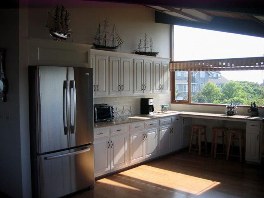 Renovated, fully equipped kitchen