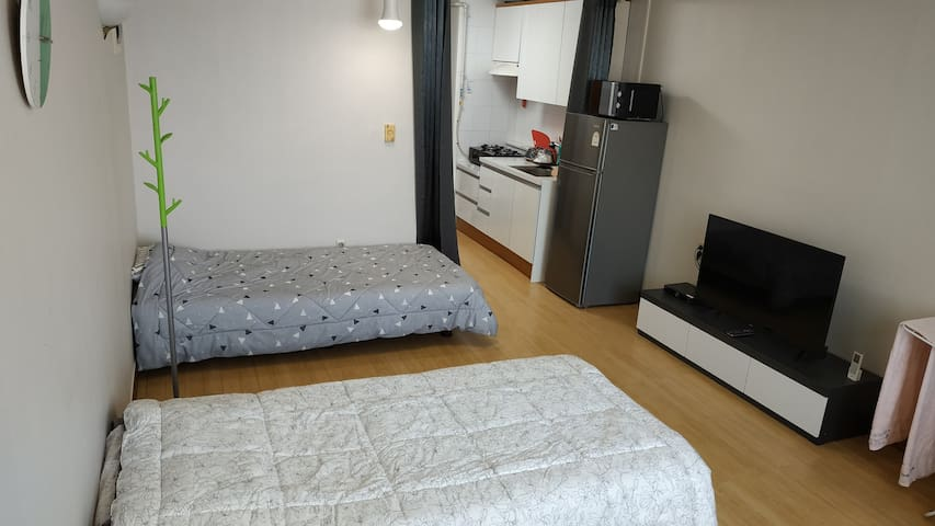 Junho's home[2 Single bed] [5min walk from subway]