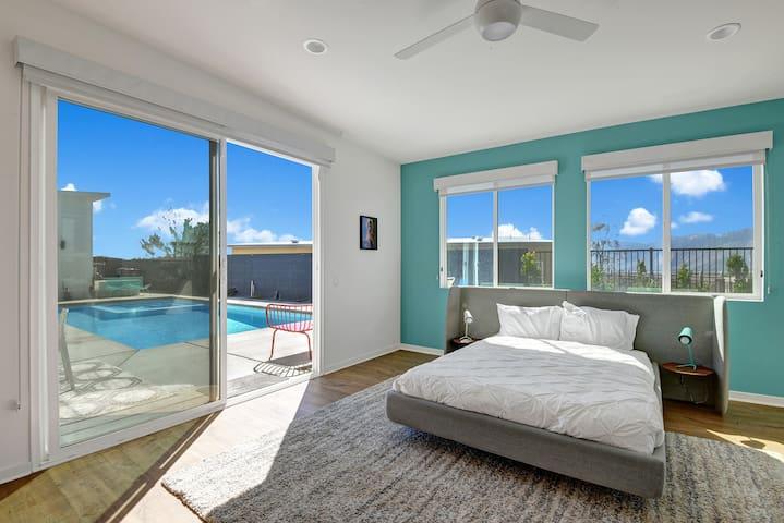 Master Bedroom - Open to pool