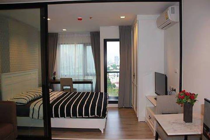 Striking & Beautifully 1 Bedroom near BTS Skytrain