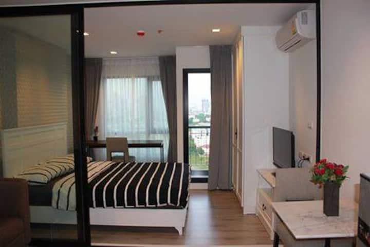 Striking & Beautifully 1 Bedroom near BTS Skytrain