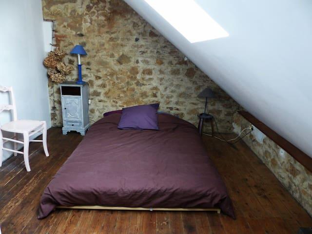 Chambres privées dans une  maison de charme - Luzy - เกสต์เฮาส์