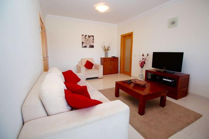 2 bedroom apartment spacious w / pool 800mts Beach