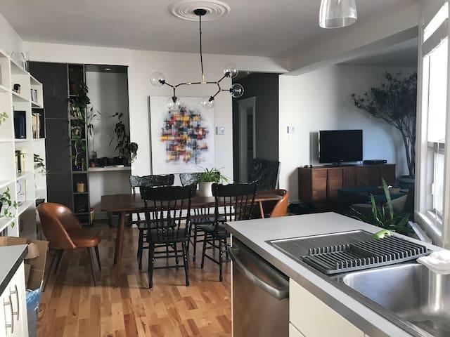 Aperçu de l'espace cuisine-salon-salle à manger