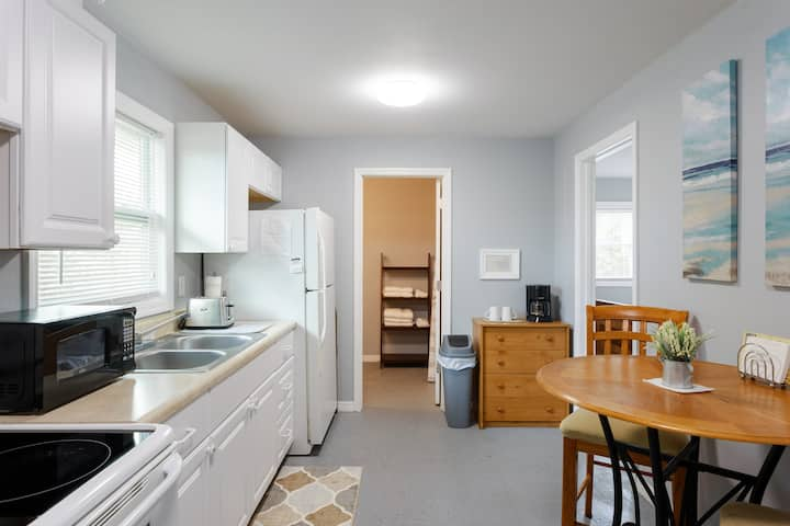 CLEAN,Private Apartment,Full Kitchen/1Bedroom/Bath
