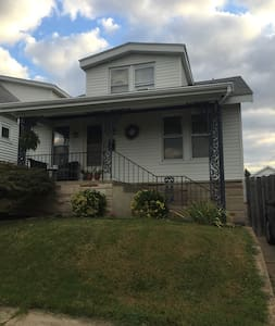 Cute home near park, casino, & Soulard (Brewery). - St. Louis - House
