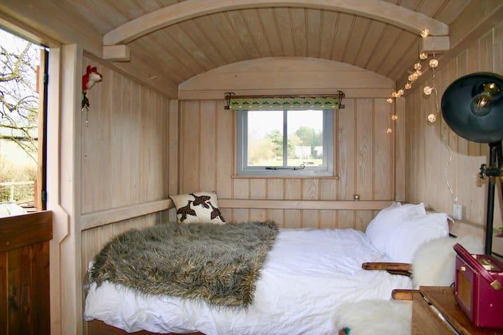 New forest shepherds hut, idyllic woodland retreat